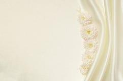 Fundo branco com flores Imagem de Stock Royalty Free