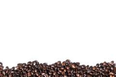 Fundo branco com os feijões de café no lado Imagem de Stock Royalty Free
