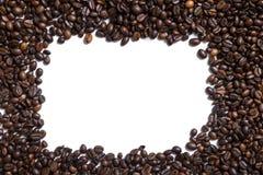 Fundo branco com os feijões de café no lado quatro Imagens de Stock Royalty Free