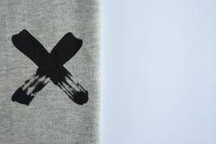 Fundo branco da tabela com matéria têxtil Copie o espaço para o texto imagem de stock royalty free