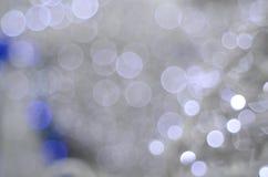 Fundo branco do bokeh com um azul pequeno Imagem de Stock Royalty Free