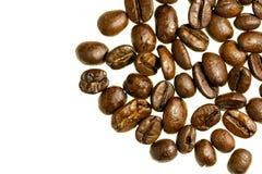 Fundo branco dos feijões de café isolado imagens de stock