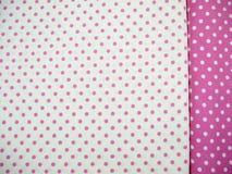 Fundo branco e cor-de-rosa do às bolinhas Foto de Stock