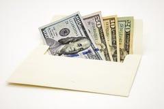 Fundo branco isolado dinheiro dos EUA do papel moeda do envelope Foto de Stock Royalty Free