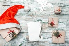 Fundo branco Letra à mensagem do ` s de Santa Cartão do Natal, Natal, ano novo e Xmas Artigos feitos a mão Imagem de Stock Royalty Free