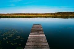 Fundo calmo da natureza do rio Fotografia de Stock Royalty Free
