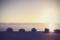 Fundo calmo da natureza do vintage, por do sol sobre o oceano Foto de Stock Royalty Free