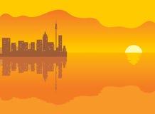 Fundo: cidade e por do sol Fotos de Stock Royalty Free