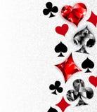 Fundo cinzento com símbolos poligonais dos cartões de jogo Foto de Stock Royalty Free