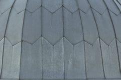 Fundo cinzento do assoalho do telhado de telha Teste padr?o da textura do telhado do close up Materiais para construir uma casa p fotos de stock