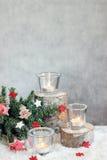 Fundo cinzento do Natal com velas e árvore Imagem de Stock Royalty Free