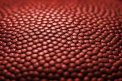 Fundo clássico da textura da superfície do couro do detalhe da bola do basquetebol Imagens de Stock