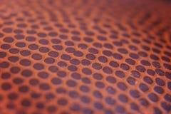 Fundo clássico da textura da superfície do couro do detalhe da bola do basquetebol Imagens de Stock Royalty Free