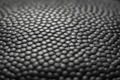 Fundo clássico da textura da superfície do couro do detalhe da bola do basquetebol Foto de Stock Royalty Free