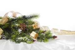 Fundo claro para o cartão do Natal e do ano novo com ramos das árvores Imagens de Stock