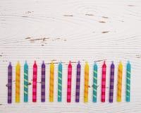 Fundo colorido arco-íris da vela do aniversário Fotografia de Stock Royalty Free