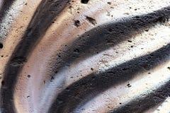 Fundo colorido brilhante sob a forma das listras da zebra Concreto pintado em cores pastel preto e branco Brilhante e fresco fotos de stock royalty free