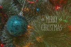 Fundo colorido com a árvore de Natal decorada Fotos de Stock Royalty Free
