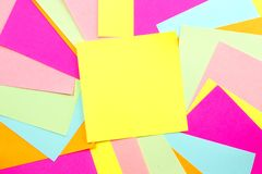 Fundo colorido da nota de post-it Fotos de Stock Royalty Free