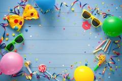 Fundo colorido do aniversário ou do carnaval fotos de stock royalty free