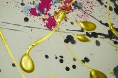Fundo colorido do ouro da pintura, cursos da escova, fundo hipnótico orgânico Imagens de Stock