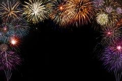 Fundo colorido isolado dos fogos-de-artifício com espaço no meio Imagens de Stock Royalty Free