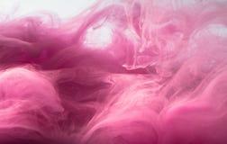 Fundo colorido sumário Fumo cor-de-rosa, tinta na água, os testes padrões do universo Movimento abstrato, congelado Imagem de Stock