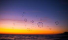 Fundo com bolhas de sabão Imagens de Stock Royalty Free