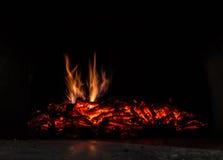 Fundo com carvões, chama e fogo na noite fotos de stock royalty free