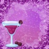 Fundo com cocktail, cereja e flores Fotografia de Stock