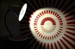 Fundo com a lâmpada de mesa da iluminação Imagens de Stock