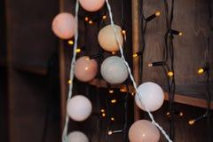 Fundo com luzes de Natal em cores mornas Imagem de Stock Royalty Free