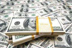 Fundo com muito cem contas de dólar Fotos de Stock Royalty Free
