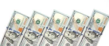 Fundo com notas de dólar do americano cem do dinheiro com espaço da cópia para dentro Quadro de denominações das cédulas de 100 d Fotografia de Stock Royalty Free