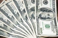 Fundo com notas de d?lar do americano cem do dinheiro Fotografia de Stock