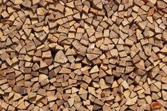 Fundo com a pilha de madeira desbastada da madeira serrada imagem de stock