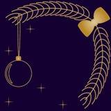 Fundo com ramos da bola e do abeto do ano novo de bolhas ouro-coloridas pequenas Foto de Stock Royalty Free