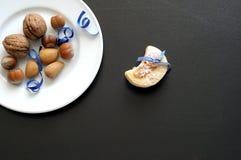 Fundo com a sobremesa do inverno na tabela preta Fotografia de Stock