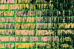 Fundo com tijolos velhos Cor verde tóxica fotografia de stock royalty free