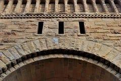 Fundo, como a alvenaria sob a forma do arco decorativo Fotografia de Stock Royalty Free