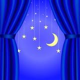 Fundo conceptual com a cortina azul aberta, com uma lua crescente e as estrelas Imagens de Stock Royalty Free