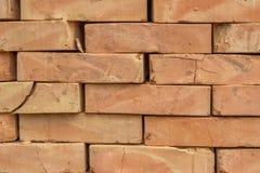 Fundo contínuo alaranjado empilhado 2 do tijolo da argila Fotografia de Stock