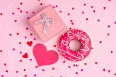 Fundo cor-de-rosa delicado do partido com as flâmulas para comemorar wi Fotografia de Stock