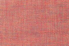 Fundo cor-de-rosa escuro de matéria têxtil com teste padrão da xadrez, close up Estrutura do macro da tela imagens de stock royalty free
