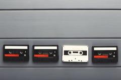 Fundo criativo com as cassetes áudio de cores diferentes Imagem de Stock Royalty Free