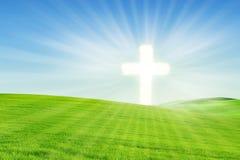 Fundo cristão: Incandescência transversal no campo fotografia de stock