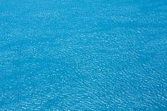 Fundo da água da opinião superior do mar ou do rio fotografia de stock royalty free