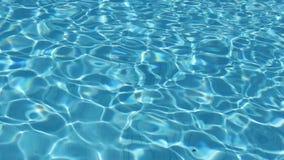 Fundo da água da piscina exterior video estoque