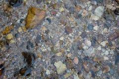 Fundo da água e da pedra Imagens de Stock Royalty Free
