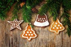 Fundo da árvore de Natal com árvore de Natal e pão-de-espécie sh Imagens de Stock Royalty Free